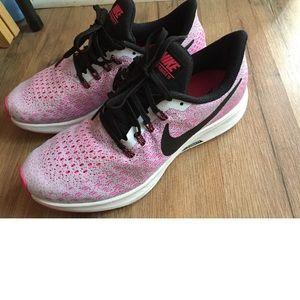Nike Zoom Pegasus 35 women's sneakers Sz. 8.5